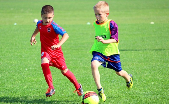 Scottish FA to ban children from heading footballs